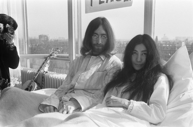 Bed-In_for_Peace,_Amsterdam_1969_-_John_Lennon_&_Yoko_Ono_05