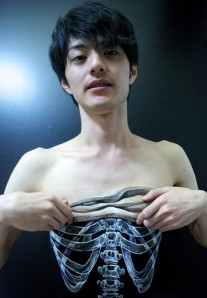 Taking-an-X-ray-hikaru-cho-685x988
